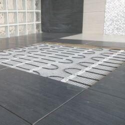 Postavljanje grijaće mreže ispod keramičkih pločica