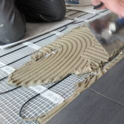 SET komplet za podno grijanje - električna grijaća mreža za 1,5 m2 / 225 W + digitalni programabilan sobni termostat BVF 701 s podnim senzorom